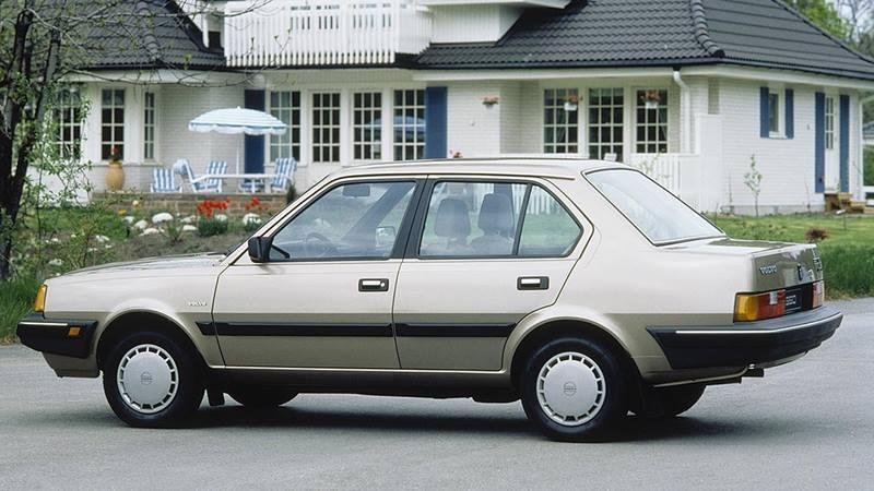 39_Volvo_360_Sedan_thumb